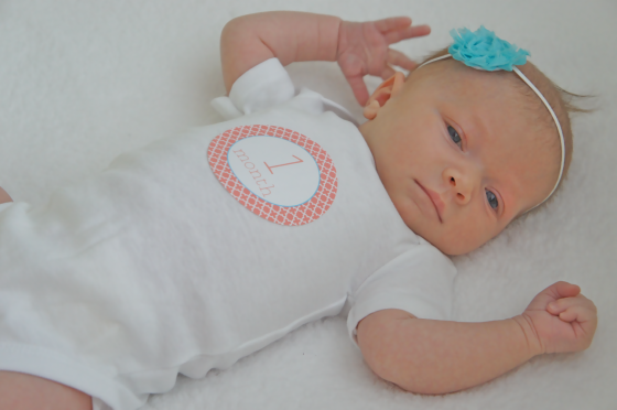 Ella's 1 month photos